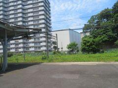 田浦駅。 1990年代に駅前にマンションが建ちました。 かつては鉄道用地だったかな?覚えてないのですが。