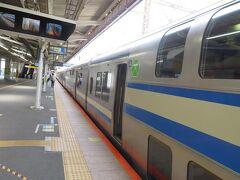 逗子駅1番線に到着。 この駅で乗り換えることにします。