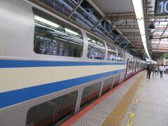 横浜駅10番線に到着。