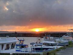 雲の隙間から一瞬まん丸に見えた夕日はとてもきれいでした*:.。.:* ゜( n´∀`)n゜*:.。.:*
