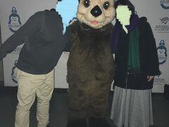 翌日Aquarium of the Pacificに来ました。ラッコのマスコットキャラクターと記念撮影です。