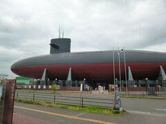 こちら大和ミュージアムの向かいにある「てつのくじら館」です。 時間制での入場でした。戦後に機雷(海中にある地雷)を掃海する歴史が展示紹介されています。潜水艦の実物艦内にも入れます。