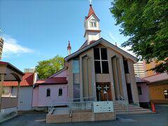 次の教会はこちらのカトリック北一条教会 聖堂は、1926年に建てられたもので、ドイツ人のF.フェルゲット神父により設計された、カトリック教会の伝統的な形式で作られています。
