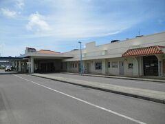 空港から30分で 「石垣港離島ターミナル」に到着。