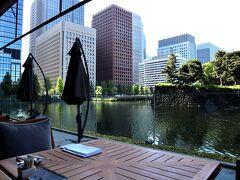 オールデイダイニング「グランドキッチン」 と~っても良いお天気で、最高のロケーションなので、水辺のテラス席に座りたいなぁー。