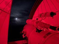 夕飯の後は鬼岳天文台へ。 満天の星を期待していましたが、曇りで見えず、残念でした。