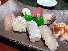 ホテル隣の居酒屋さん、祝日なので予約しておきました。お魚が美味しい!