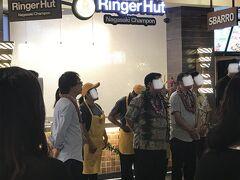 4日目はロイヤルハワイアンセンターに寄りました。目的はハワイアンキルト体験なのですが、そしたらなんと日本でおなじみのリンガーハットの開店式典をやっていました!長崎出身としてはとても嬉しい瞬間に遭遇です!
