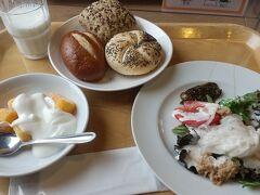 おはようございます。朝食です。3日間食べまくってお腹周りがちょいとたるんできました(^_^;) 朝は軽めに(?)
