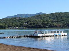 山中湖 朝早めの湖畔は静かに感じ、気持ちよく散策できました。