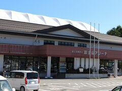 道の駅 富士吉田に隣接して、富士山アリーナがありました。 屋内スポーツ、リクレーション施設のようです。
