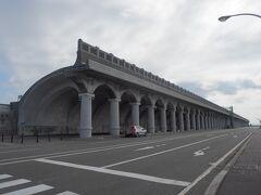 <稚内港北防波堤ドーム> 途中の大きな駐車場に入れたけど近くまで車でも行けるみたい。