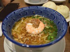 伊丹に着いたら551で軽めの夕食。 最近お気に入りの肉まんとタンタンメンのメニュー。
