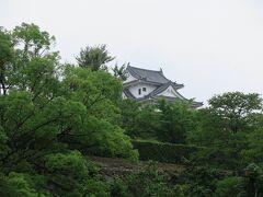 博物館すぐそばの福山城は工事中でした。  ちょうど雨も降りだしたので、昼ご飯へGO。