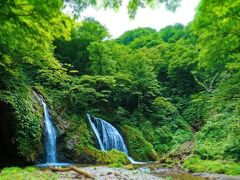 谷を降りる事約10分。河原にでました。 デマシタ!あれですな!「十二滝」!