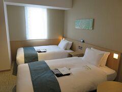 一路、広島市へ。 インターゲートは、金沢の方が少し新しくて、 部屋のインテリアも凝っている印象でした。