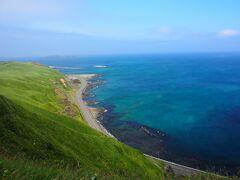 <トド島展望台> ここからはトド島が見えます。 そして、真っ青な海も!