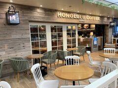 """東京・池袋『東武百貨店池袋店』本館11F【Honolulu Coffee】  2016年2月26日にオープンした【ホノルルコーヒー】池袋東武店の 写真。  久しぶりに池袋東武店を載せます。 店内の席と店外の席があります。  1991年、ホノルルのダウンタウンの街角に、 1軒のカフェ・スタンドが誕生しました。 そのお店の名前が、""""HONOLULU COFFEE""""。 ナチュラルで飾らない、 スタンダードなスタイルが伝わるネーミングです。"""