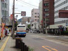 長崎市内の最初のバス停の「長崎新地」で下車。空港から約40分でした。