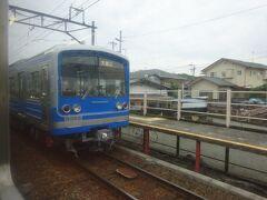 相模沼田駅。電車とすれ違い。