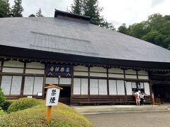 土地の香りを楽しみつつ、たどり着いたのは安楽寺というお寺さん。 立派なお堂だなー。