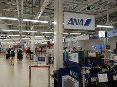 熊本空港 地震の影響でターミナル建て替え工事のためプレハブ仮設になっていました