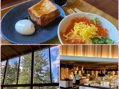 この日の朝食は森のレストラン、ニニヌプリに来ました。 ここはなまら海鮮丼とフレンチトーストが名物です。 天井の高い建物で、木に囲まれ、雰囲気がよかったです。 星野リゾートトマムはどのレストランに行っても料理がおいしかったです。
