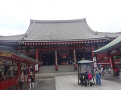 浅草寺(本堂 観音堂)(約7万枚の瓦屋根で聖観世音菩薩が本尊)