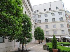 中庭を挟んで正面はイタリアン「イル・ジャルディーノ」 今回のお泊りでもランチで行くつもり