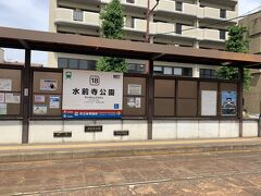 水前寺公園を1周し満喫したので路面電車で熊本城へ向かいます。「市電」と書いてあったから電車だと思ってたのでびっくり。富山で見たことがあるだけで乗ったのは初めてです。