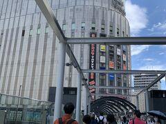 大阪駅に到着。ヨドバシ上のホテルに向かいます。