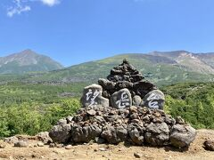 さらに10分くらい走ると十勝岳望岳台があります。