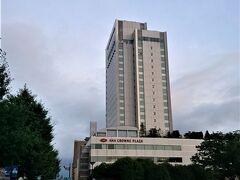 夕暮れ迫る時刻に富山城向いにある宿舎に着きました。開業して23年目だそうですが、開業した頃から十年間位、仕事で毎年数回は泊まった馴染みのホテルです。