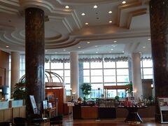 翌朝はANAマイレージのSFC会員特典の無料朝食をホテル1階の朝食ビュッフェ会場で食べました。内容はとても充実しており、全種類の制覇はできません。この後ホテルで入院中の富山在住の旧友のご子息にあってお話をし、お見舞いの品と手紙を渡しました。早く再会したいものです
