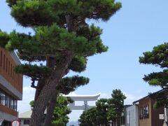 遠くに一の鳥居を眺めて出雲大社前駅まで来ました。2時間ちょっと歩きました。まだ午前です。 この後一畑電車に乗って雲州平田ヘ行きます。