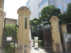 ヴィアイン京都四条室町に戻ってきました。 ホテルの斜めすぐ前に京都芸術センターが有るので寄ってみました。 ここは旧京都市立明倫小学校の跡地と校舎を利用した芸術振興の施設です。 校門などは登録有形文化財だそうです。