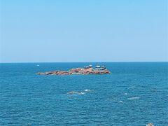 兵庫の日本海側の日和山海岸の竜宮城 お天気が良いのでキレイな景色