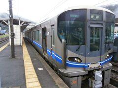 近江塩津駅で4分、敦賀駅で3分の乗り換えで、順調に進んでいきます。今庄駅で特急の通過待ちのため5分間停車します。