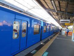 赤がイメージカラーの京急の中にあって青はひときわ目立ちますね。