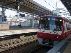 三浦海岸駅から京急に乗って帰ります。 2100形の快特。