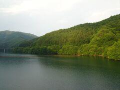 ダム湖のもみじ湖。 名前の通り周囲にはもみじが植えられ、紅葉狩りの名所だそう。