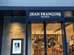 旧横浜生糸検査所跡に復元。北仲ブリック&ホワイト。 『ジャン・フランソワ』 店内も広く、アコーディオンの曲でパリの街角っぽい?