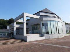 さらに国道を日本海側に下り、糸魚川のフォッサマグナミュージアム。  日本列島が誕生した際の大地の裂け目「フォッサマグナ」の説明や、ヒスイや化石などの石の展示がされています。