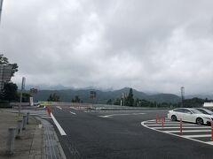 2回戦の日は曇り 神奈川も雨が降りそうだったけど、小雨なら試合は中止にならないので向かいます 談合坂SAで早めのお昼ご飯を済ませてから行きます