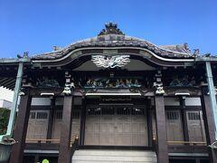 本願寺では、本堂の彫刻が見事でした。