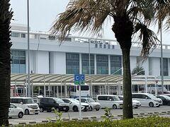 鹿児島空港は少し曇っています。レンタカーを借りてえびの高原へ向かいます。