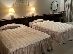 指宿のいわさきホテルには鹿児島市内で夕食食べてから行ったので21時過ぎて到着。長い1日でした。