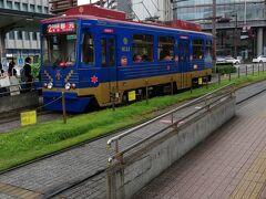 食事を終えて宿に向かいます。 中央駅から歩いて10分掛かりません こちらの路面電車は多分都電荒川線の車両では無いかなと思って撮りました。