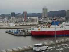 ポートライナーの車窓から見た「神戸港」