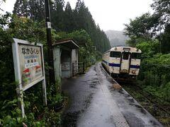 空港までは中福良駅から歩いて4km位だったので大雨が近付いていましたが歩いて行く事にしました。